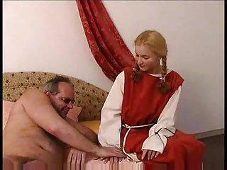 Starsi panowie lubią młode ministrantki